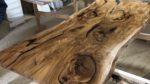 Ulme Rüster Tisch mit Epoxidharz- Holzquadrat OHG