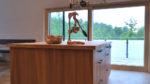 Küche mit Ulme und hängenden Pflanzen - Holzquadrat OHG